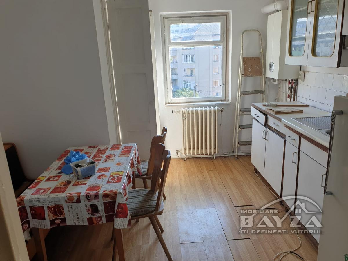 Pret: 64.000 EURO, Vanzare apartament 3 camere, zona Transilvaniei