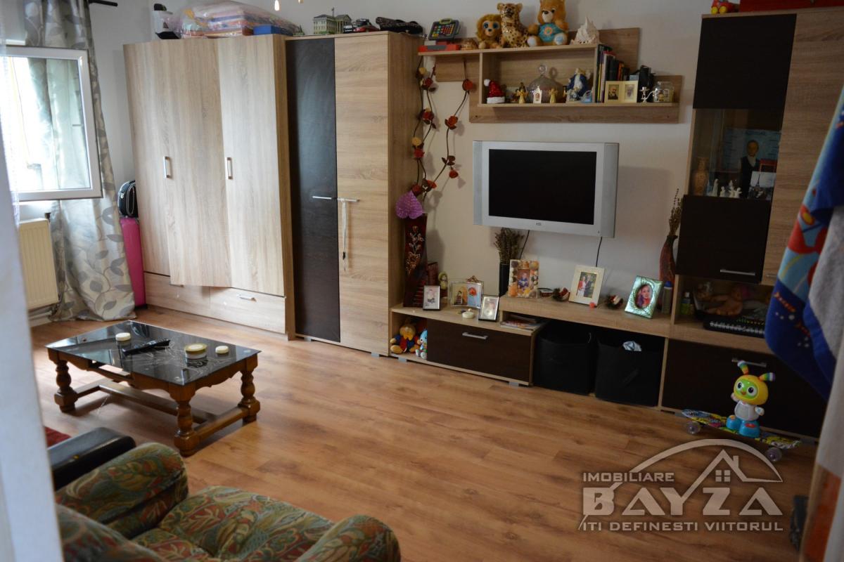 Pret: 50.000 EURO, Vanzare apartament 3 camere, zona Granicerilor - Marasesti
