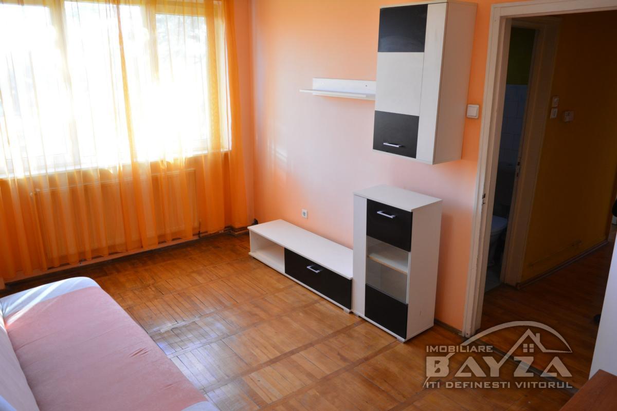 Pret: 200 EURO, Inchiriere apartament 2 camere, zona Bulevardul Independentei