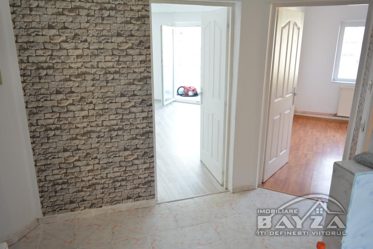 Pret: 46.500 EURO, Vanzare apartament 2 camere, zona Bucovinei