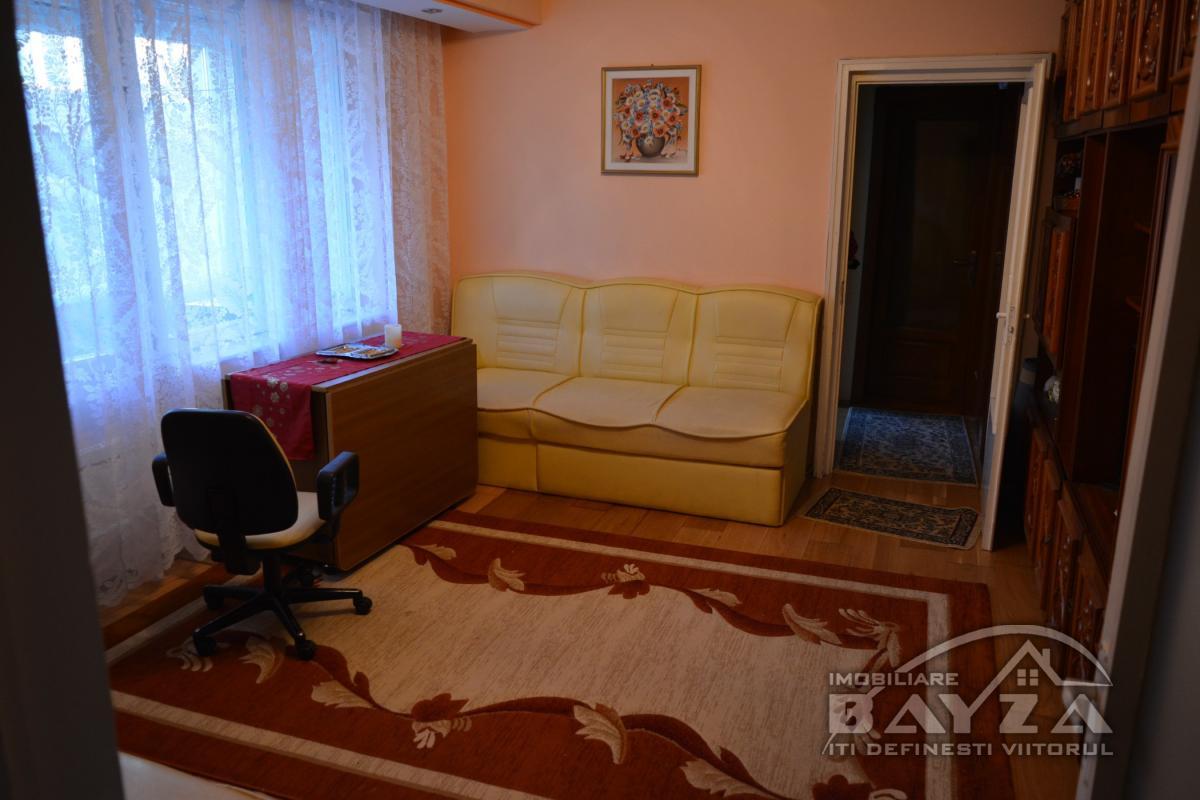 Pret: 70.000 EURO, Vanzare apartament 3 camere, zona George Cosbuc