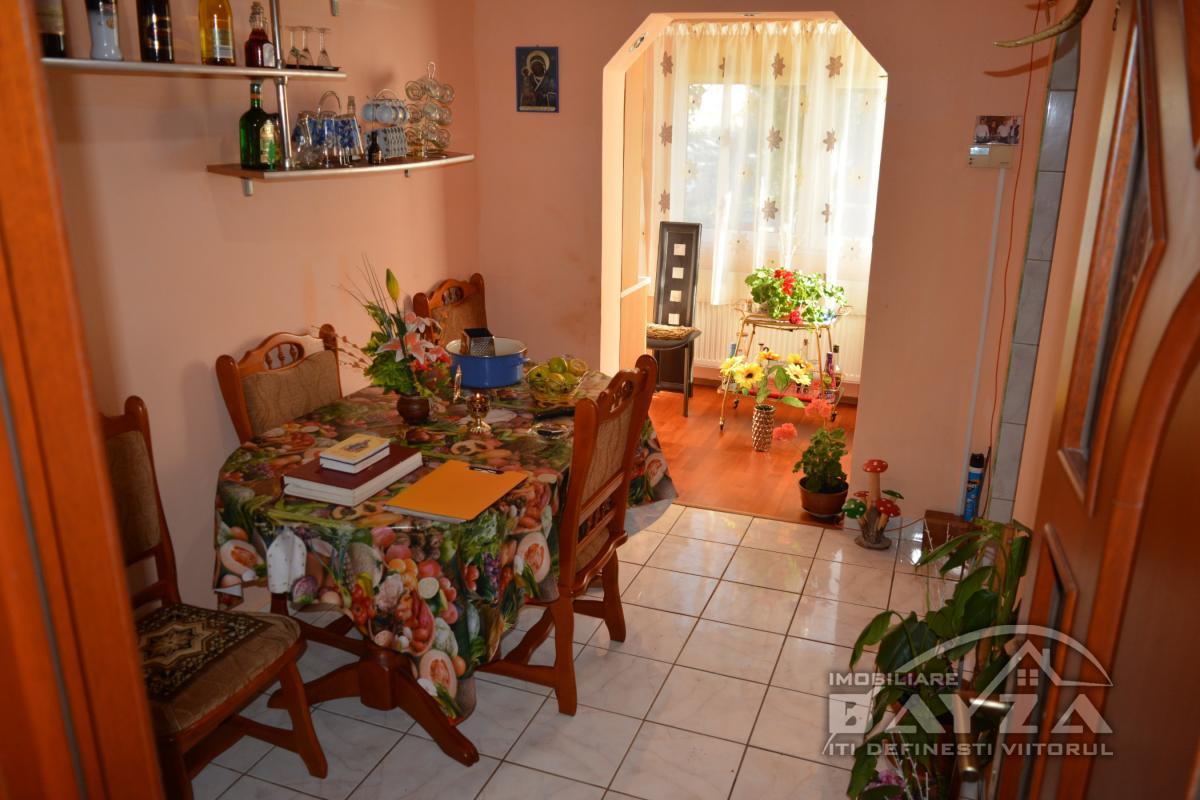Pret: 46.500 EURO, Vanzare apartament 3 camere, zona Jupiter