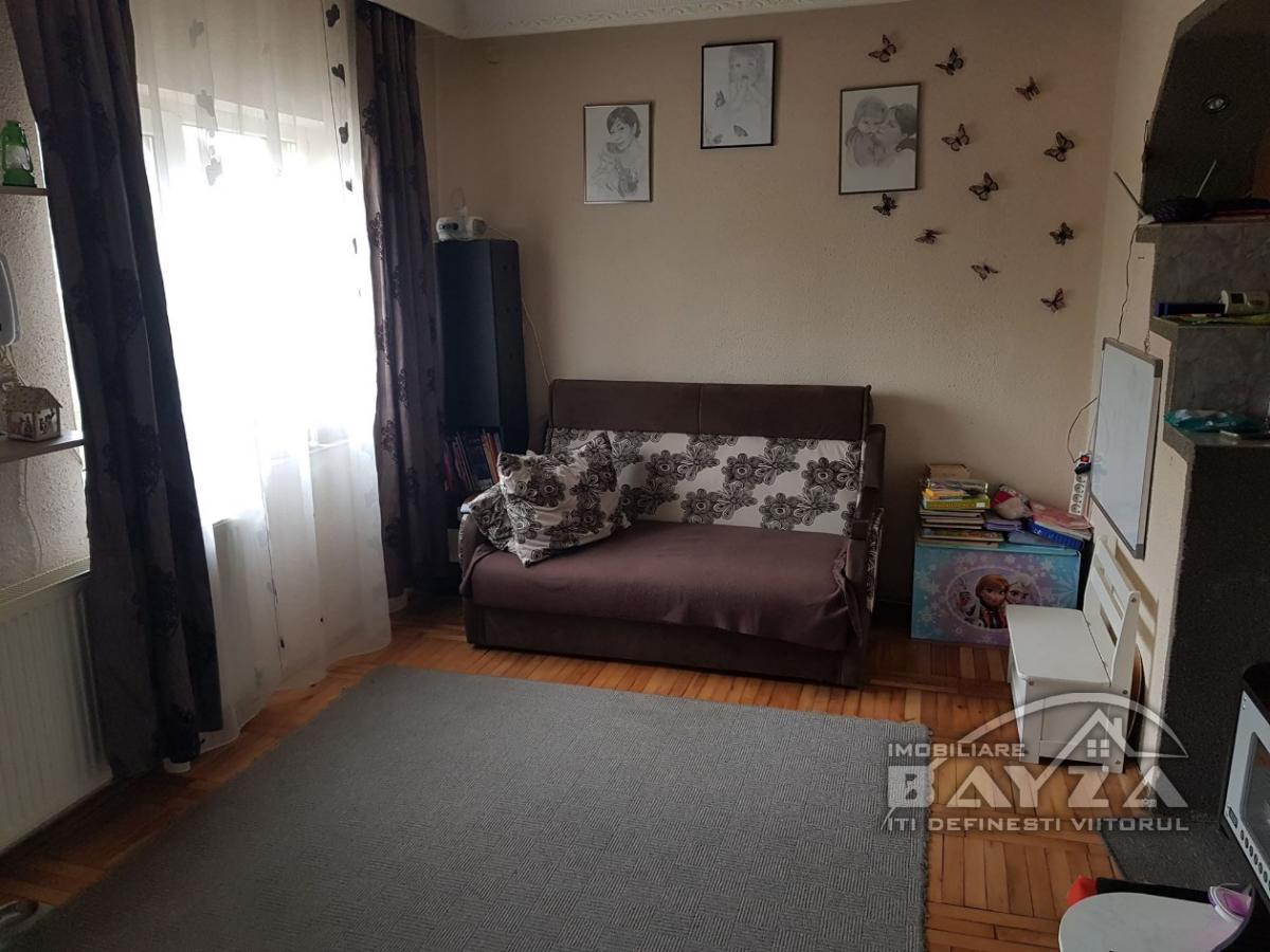 Pret: 170.000 EURO, Vanzare casa 8 camere, zona Alba Iulia