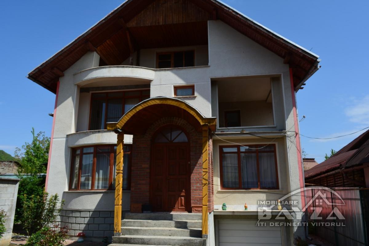Pret: 220000 EURO, Vanzare casa 7 camere, zona Centrul Vechi