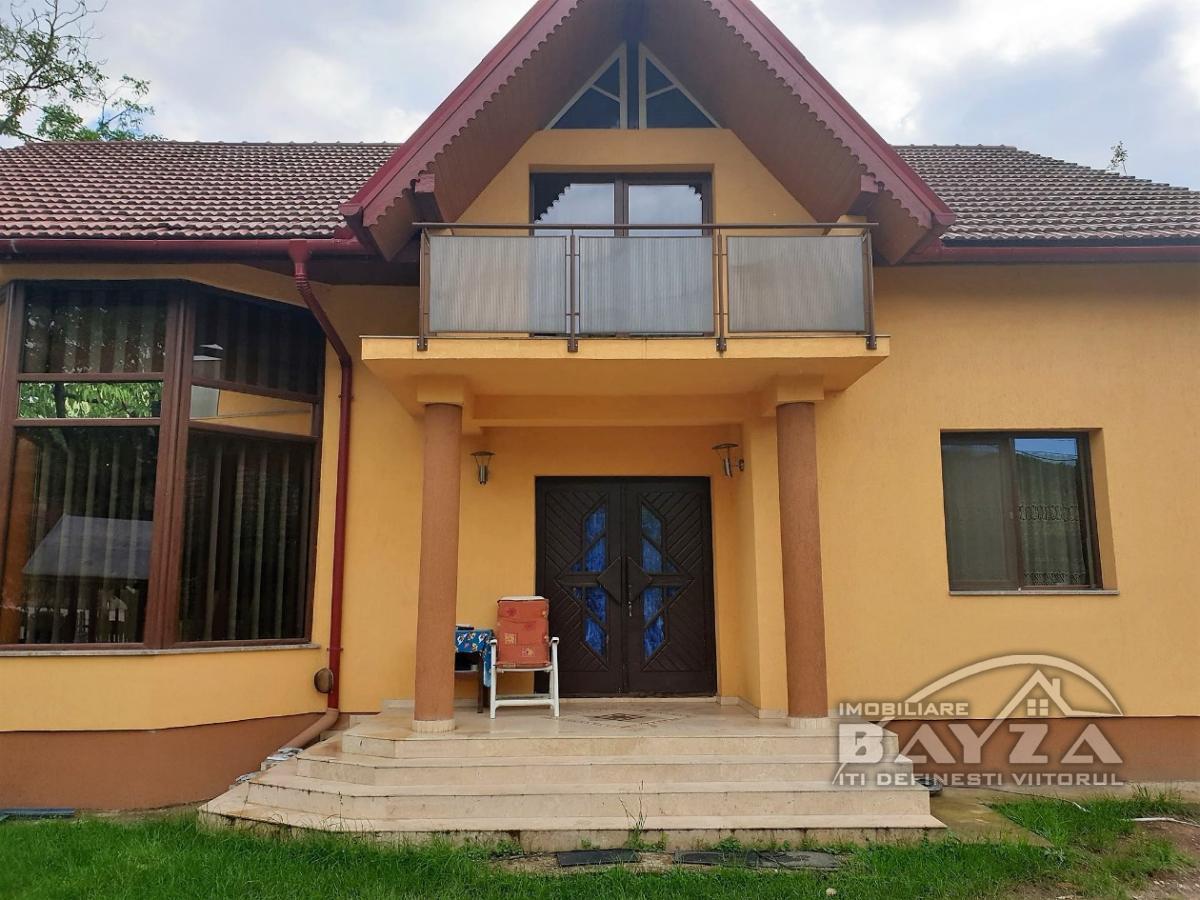 Pret: 255000 EURO, Vanzare casa 5 camere, zona Valea Borcutului