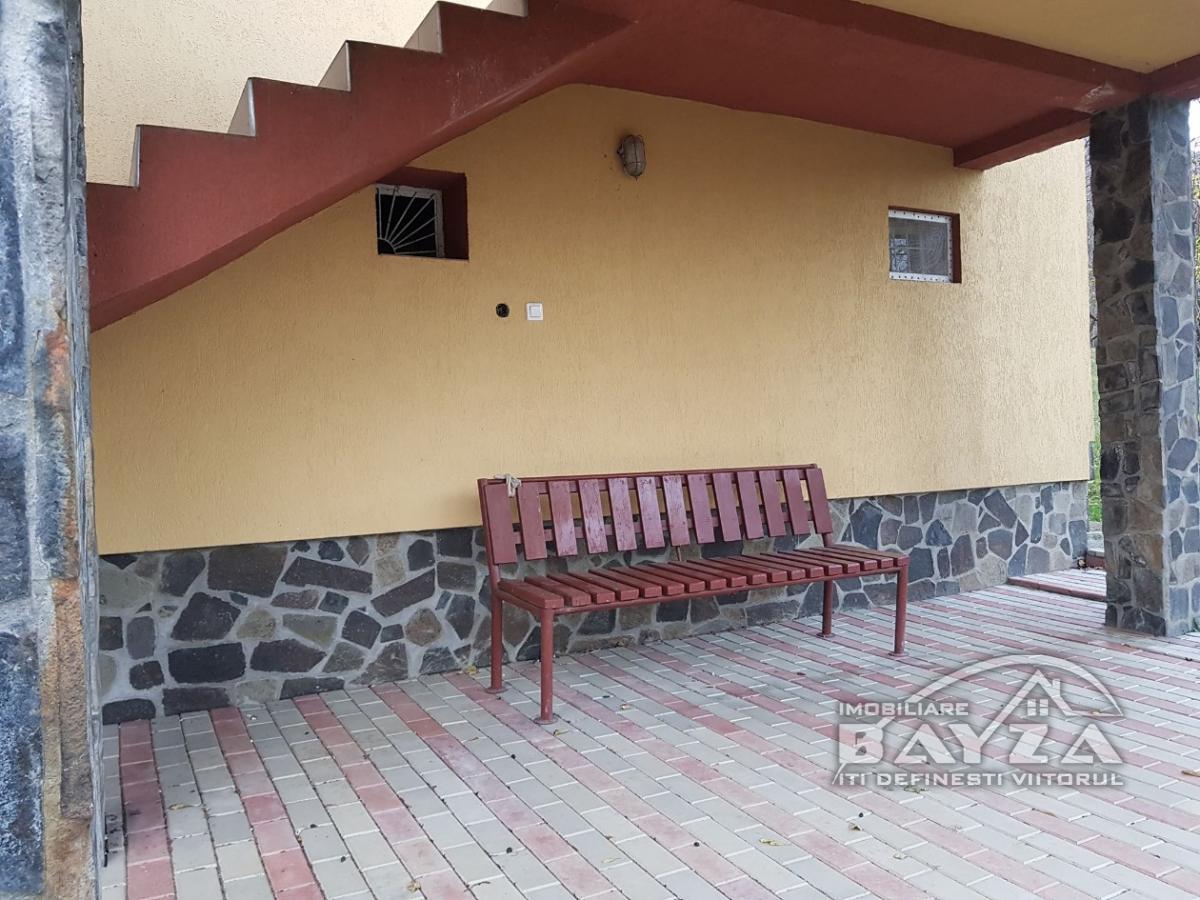 Pret: 160000 EURO, Vanzare casa 3 camere, zona Miron Costin