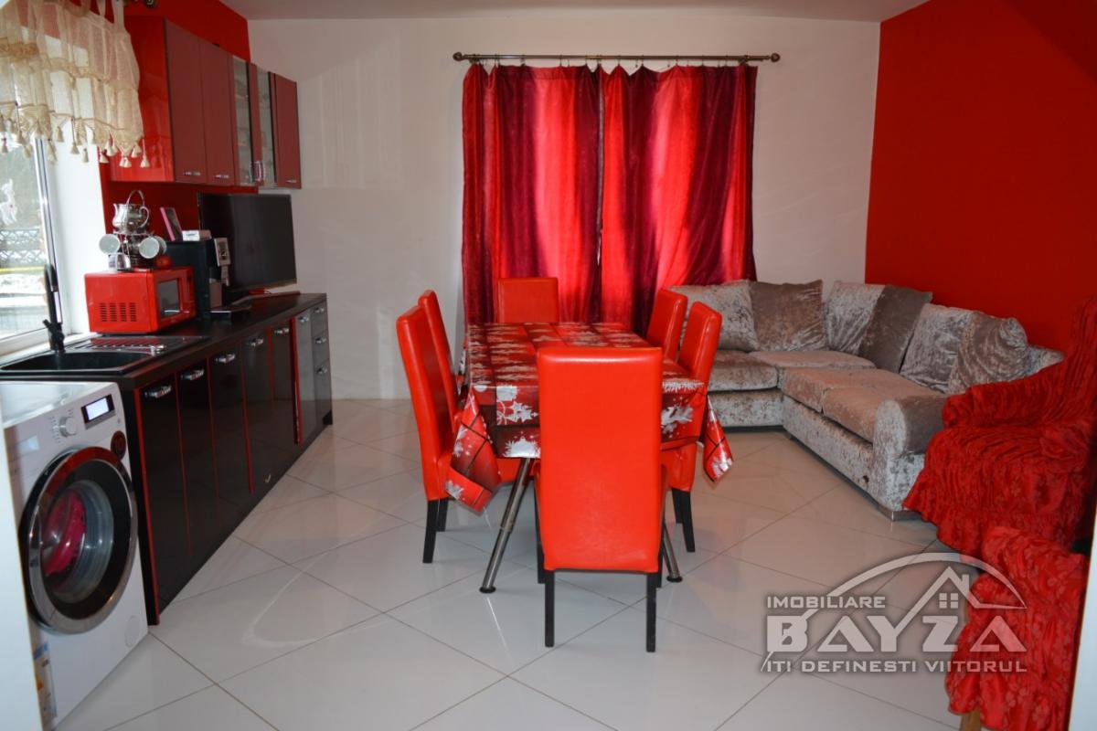 Pret: 58000 EURO, Vanzare casa 4 camere, zona Ferneziu
