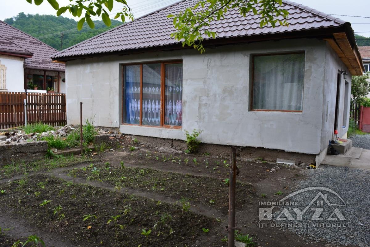 Pret: 63000 EURO, Vanzare casa 4 camere, zona Ferneziu