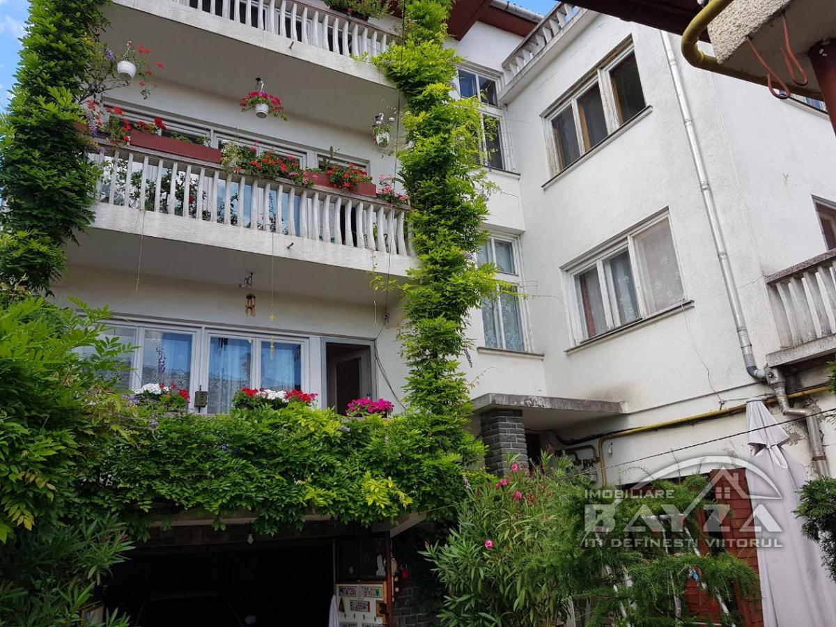 Pret: 299.000 EURO, Vanzare casa 9 camere, zona Piata Izvoarelor