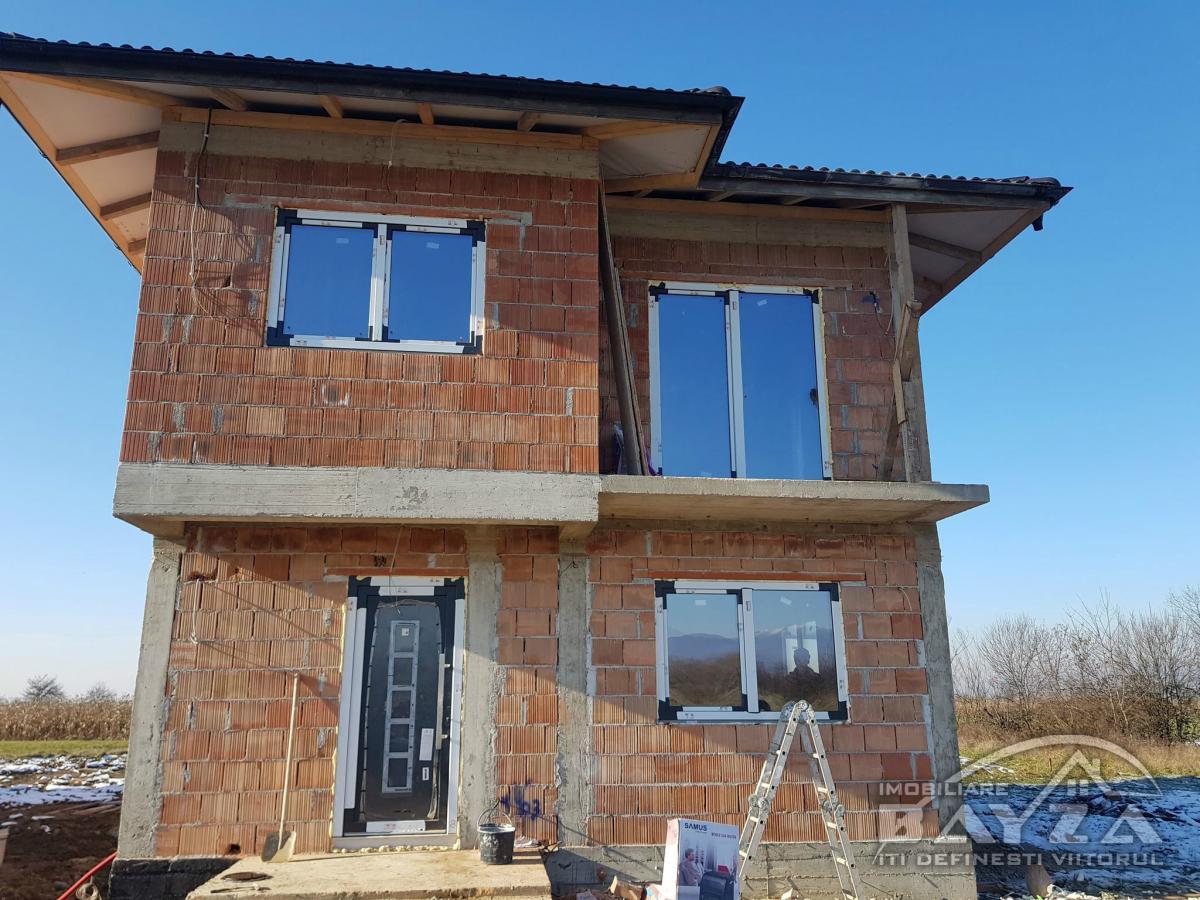 Pret: 95.000 EURO, Vanzare casa 4 camere, zona Mihai Eminescu
