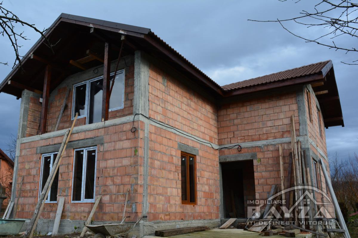 Pret: 59.000 EURO, Vanzare casa 4 camere, zona Bargau