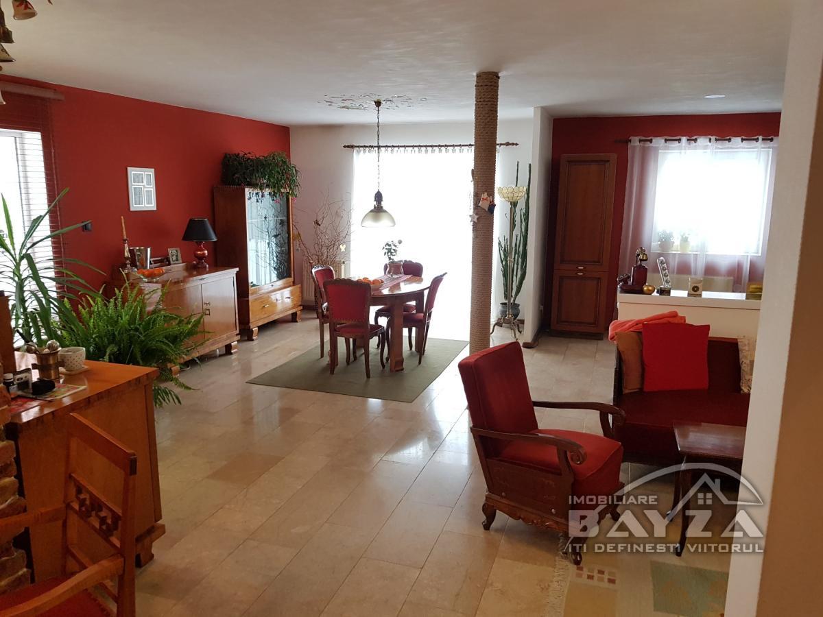 Pret: 200.000 EURO, Vanzare casa 5 camere, zona Hotel Europa
