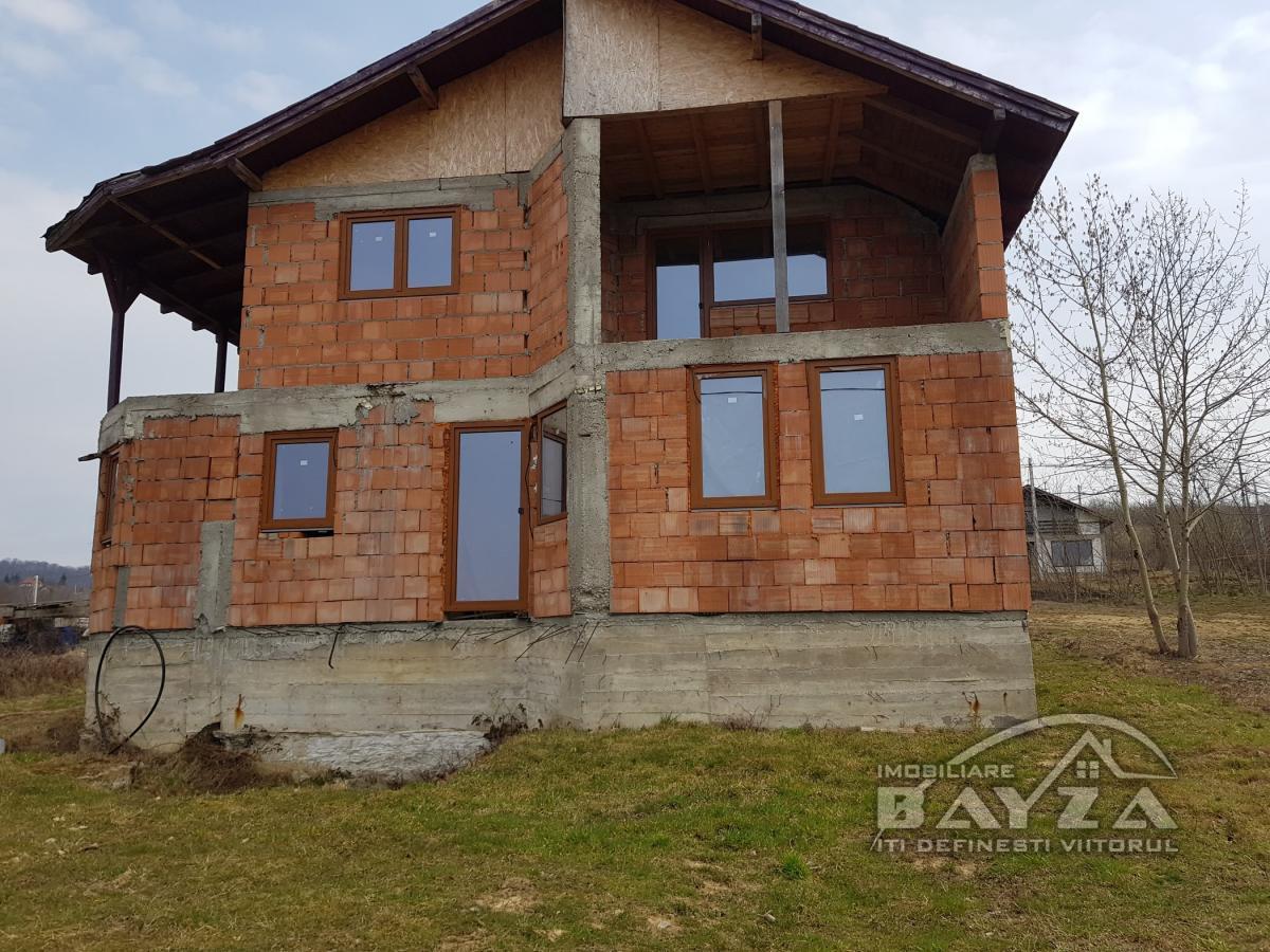 Pret: 65.000 EURO, Vanzare casa 4 camere, zona Tautii Magheraus