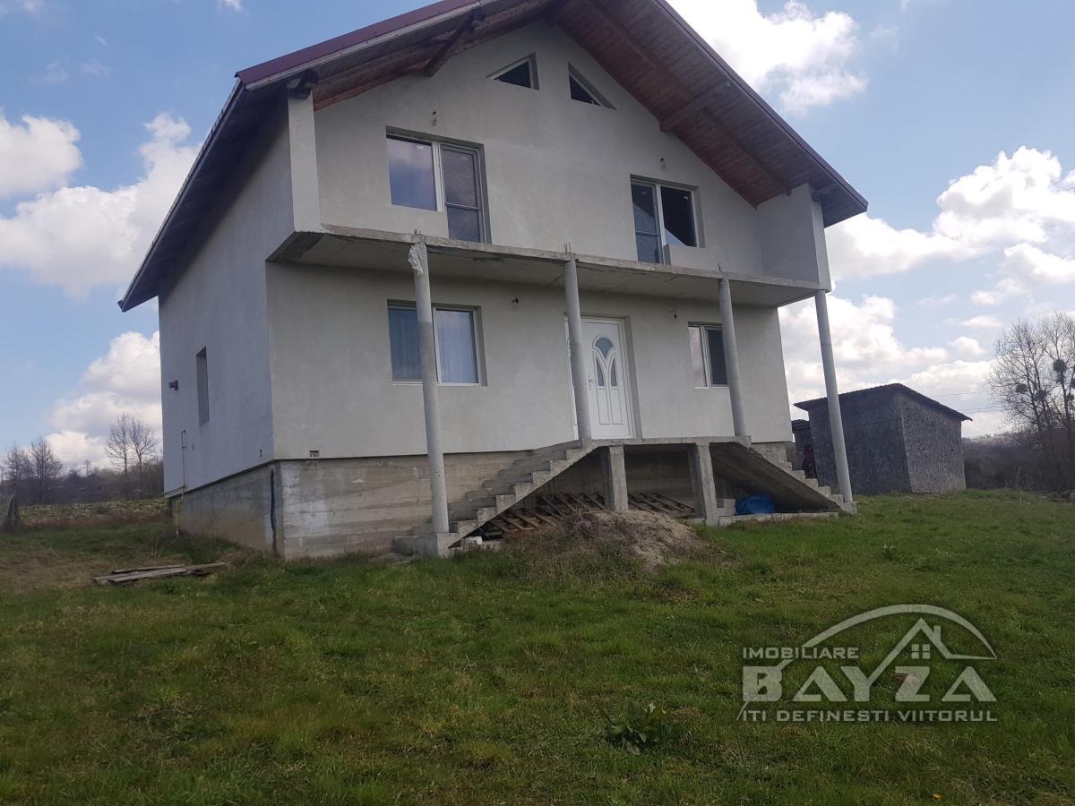 Pret: 85.000 EURO, Vanzare casa 4 camere, zona Carbunari
