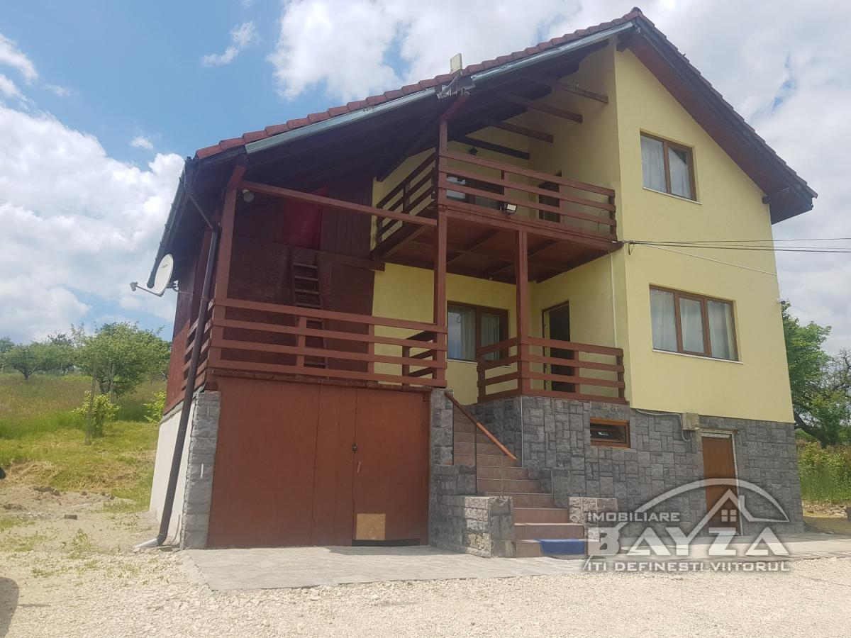 Pret: 120.000 EURO, Vanzare casa 4 camere, zona Remetea Chioarului