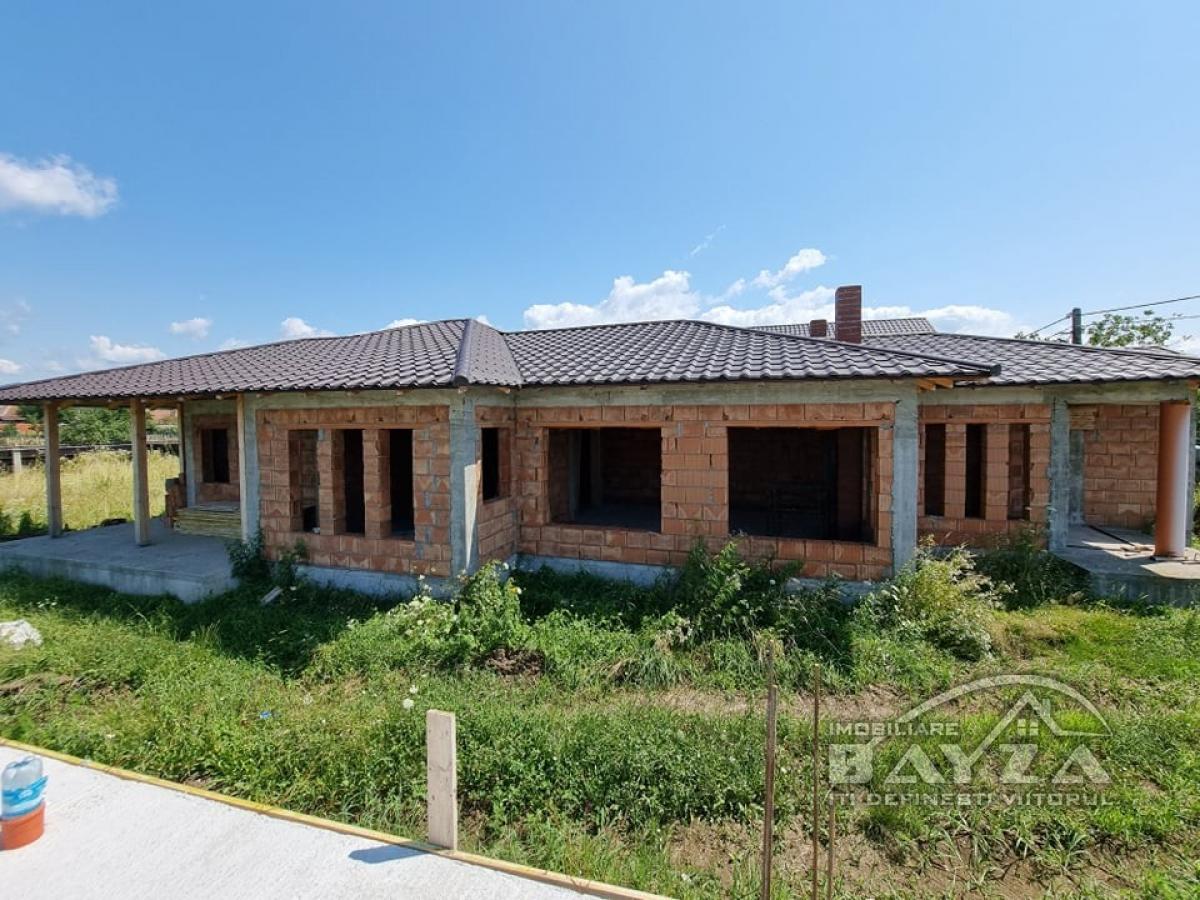 Pret: 64.500 EURO, Vanzare casa 4 camere, zona Sat Sasar
