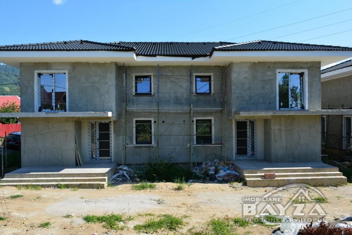 Pret: 106.000 EURO, Vanzare casa 4 camere, zona Marul de Aur