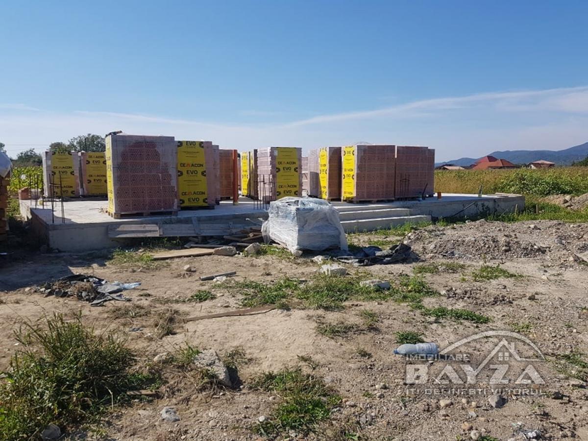Pret: 65.000 EURO, Vanzare casa 4 camere, zona Sat Sasar
