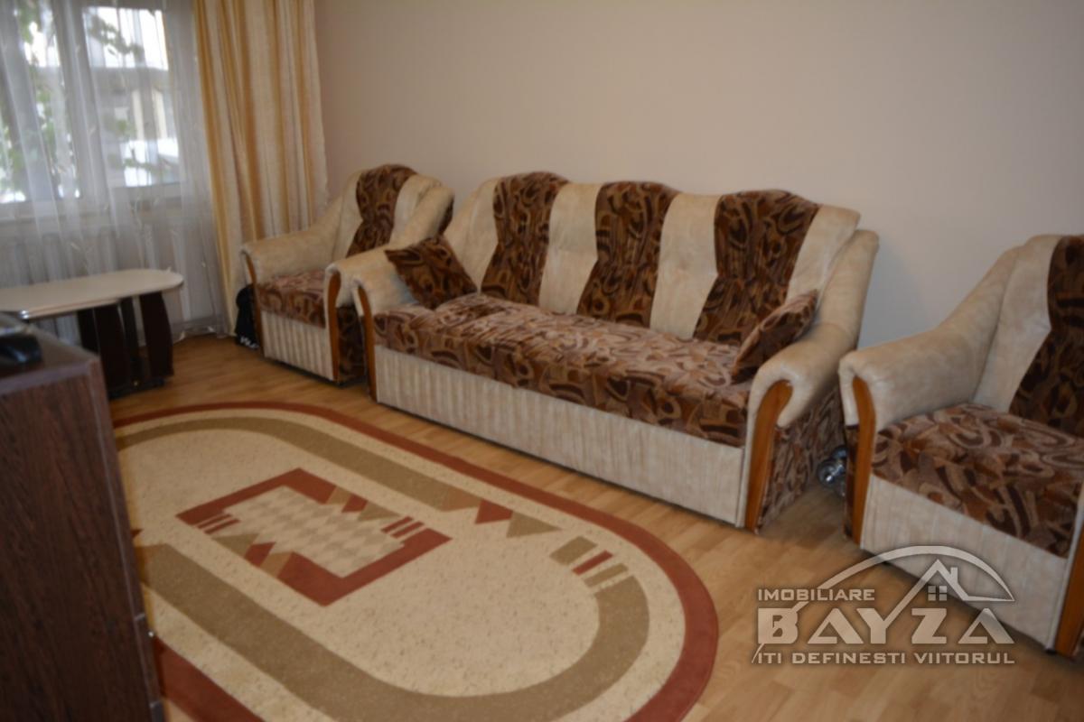 Pret: 85000 EURO, Vanzare apartament 3 camere, zona Petru Rares