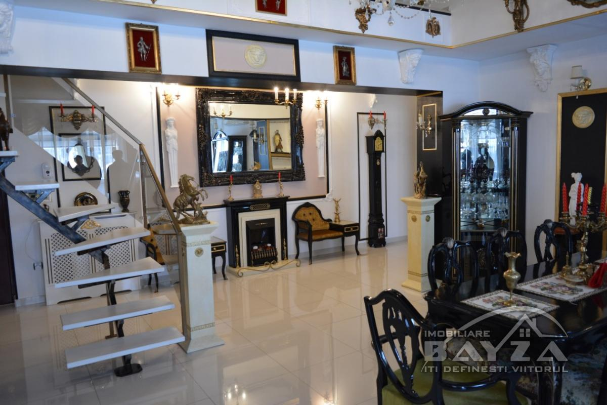 Pret: 95.000 EURO, Vanzare apartament 4 camere, zona Lupului