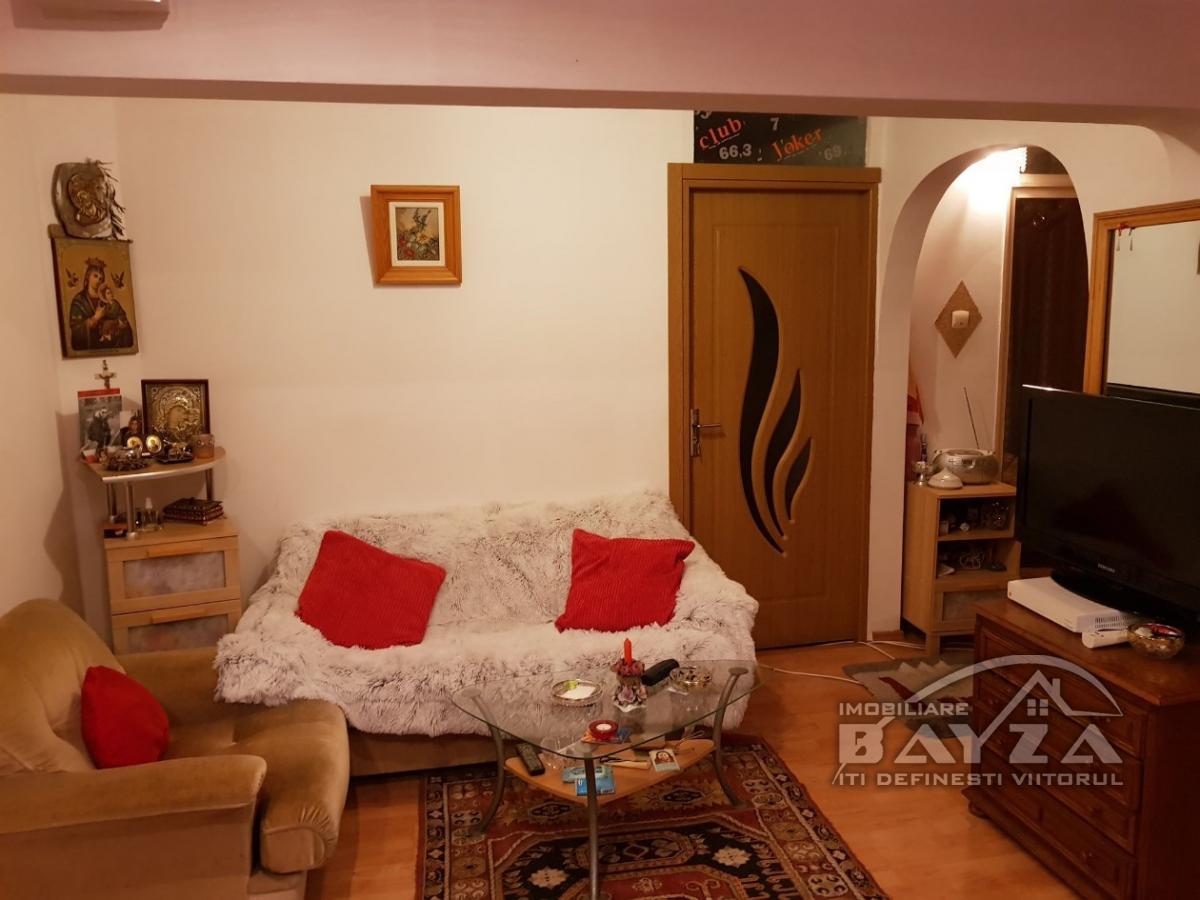 Pret: 81.000 EURO, Vanzare apartament 3 camere, zona Ultracentral - Unirii
