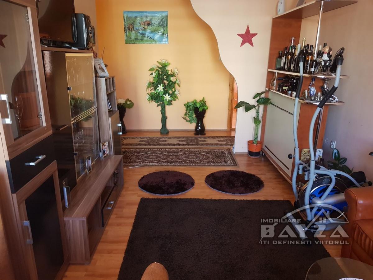 Pret: 65000 EURO, Vanzare apartament 4 camere, zona Granicerilor - Center Nemes